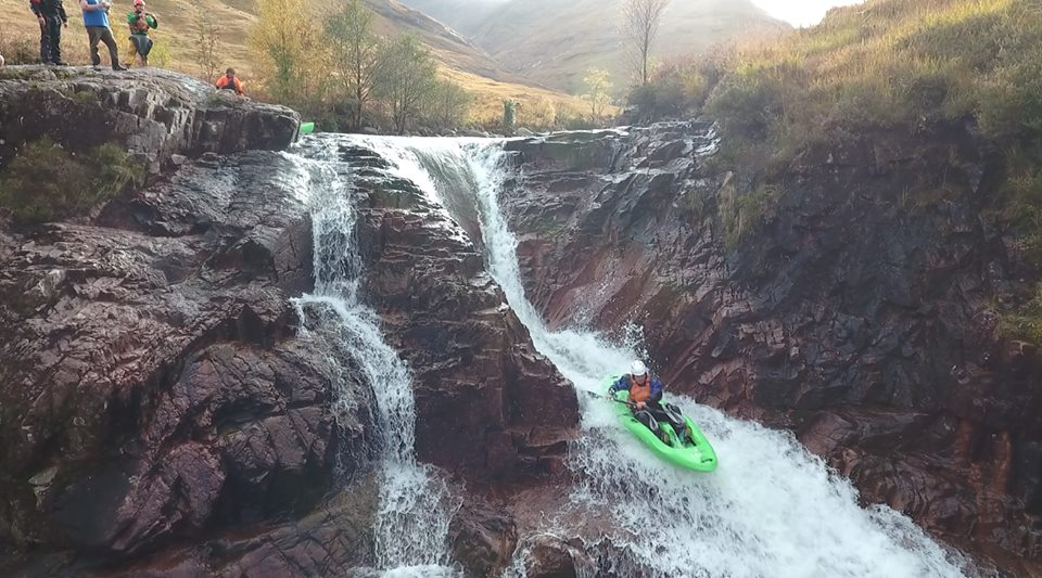 Rock dropping – sit on kayak white water hopping 2