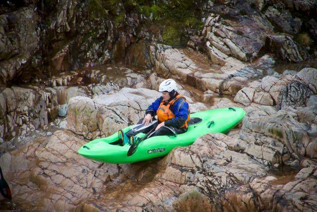Rock dropping – sit on kayak white water hopping 3
